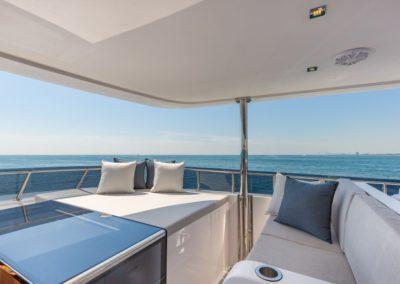 100 Hargrave yacht flybridge