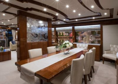 116 Hargrave yacht dining