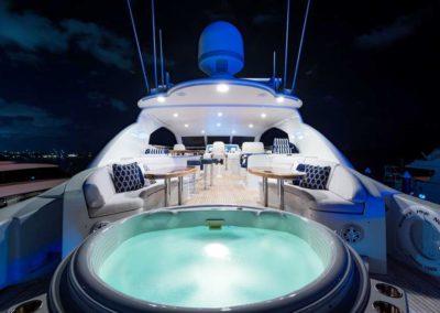 116' Lazzara yacht jacuzzi