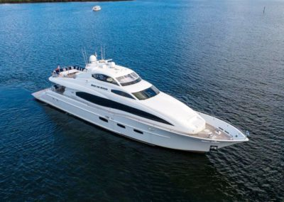 116' Lazzara yacht anchored