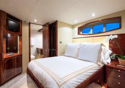 116' Lazzara yacht guest suite