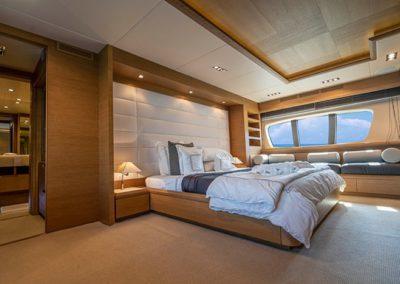 100 Azimut yacht master stateroom