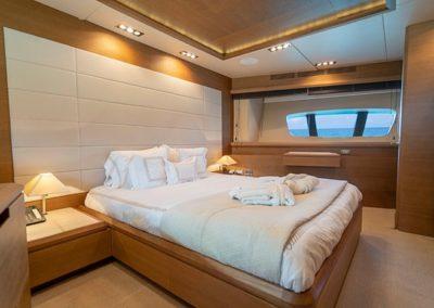 100 Azimut yacht VIP stateroom