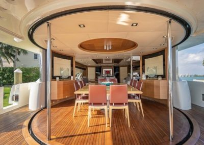 100 Azimut yacht salon dining