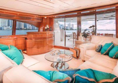 94 Ferretti yacht salon bar
