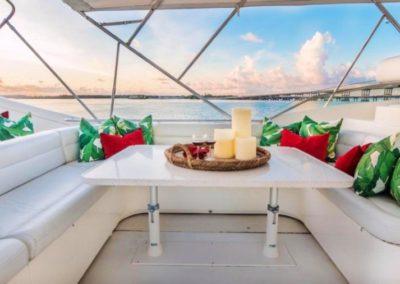 94 Ferretti yacht flybridge dining