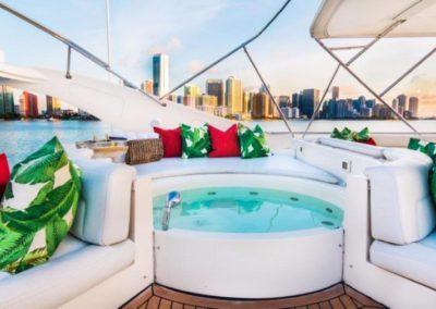 94 Ferretti yacht flybridge jacuzzi