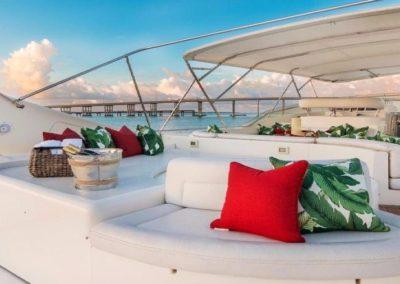 94 Ferretti yacht flybridge sunpads