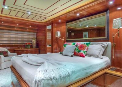 94 Ferretti yacht guest stateroom