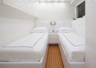 101 Leopard yacht twin beds cabin