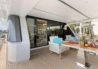 106 San Lorenzo yacht aft deck dining