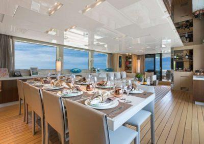 106 San Lorenzo yacht dining
