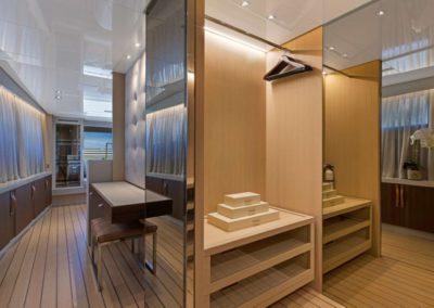 106 San Lorenzo yacht foyer