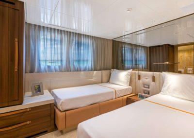 106 San Lorenzo yacht twin cabin
