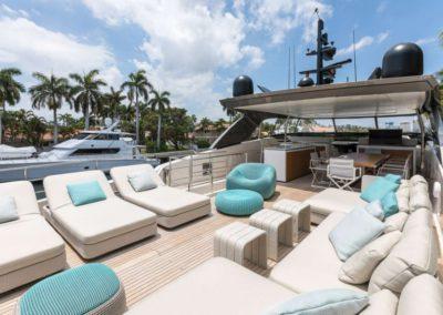 106 San Lorenzo yacht flybridge sunpads