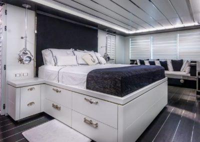 120' Tecnomar yacht VIP suite