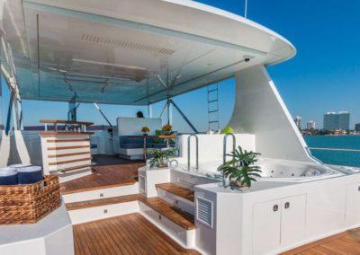 107 Vicem yacht aft deck jacuzzi