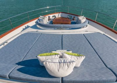 107 Vicem yacht bow sunpads