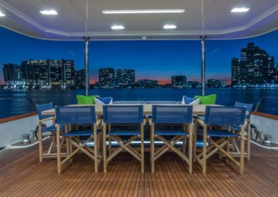 107 Vicem yacht flybridge dining