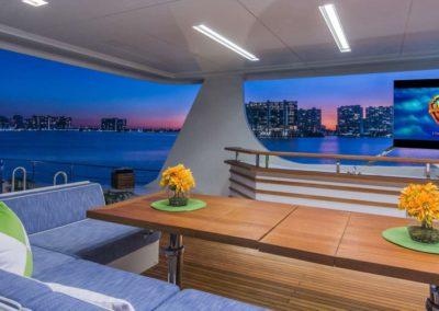 107 Vicem yacht flybridge