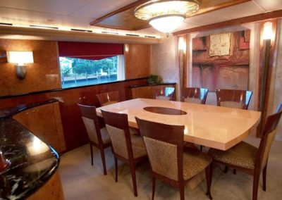 102 Azimut yacht salon dining