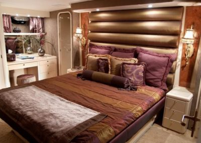 102 Azimut yacht master stateroom and bathroom