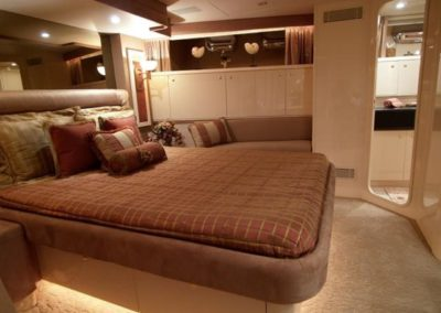 102 Azimut yacht guest stateroom and bathroom