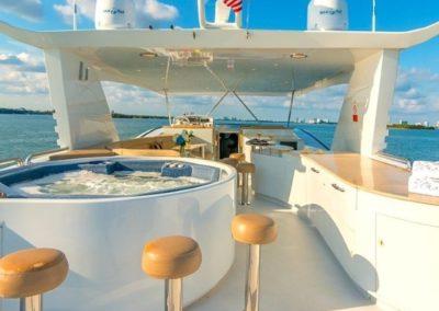 102 Azimut charter yacht flybridge jacuzzi