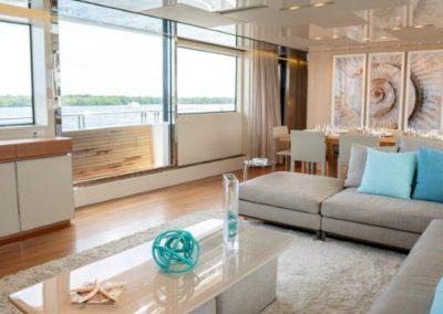 105 San Lorenzo yacht salon