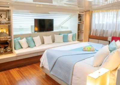 105 San Lorenzo yacht master stateroom