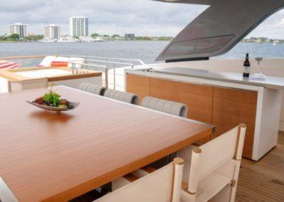 105 San Lorenzo yacht flybridge dining