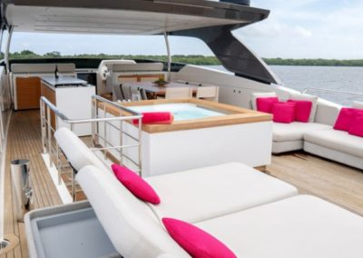 105 San Lorenzo yacht flybridge sunpads and jacuzzi