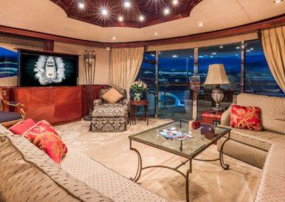 106 Lazzara yacht salon