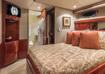 106 Lazzara yacht guest stateroom two