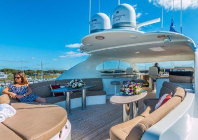 106 Lazzara yacht flybridge sunpads