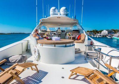 106 Lazzara yacht flybridge