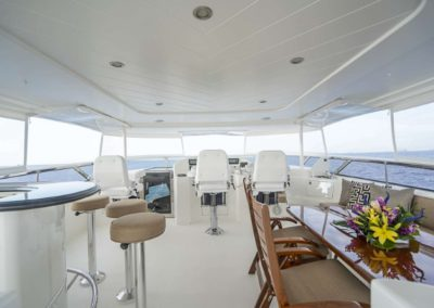 115 Westport yacht flybridge bar and casual dining