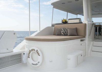 115 Westport yacht flybridge sunpads