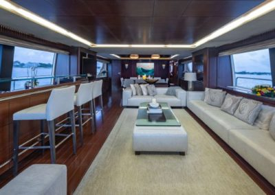 116 Azimut yacht bar and salon