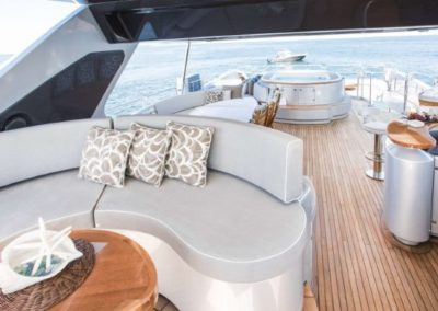 116 Azimut yacht flybridge seating