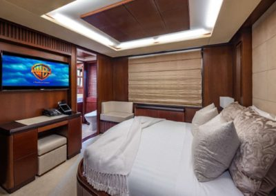 116 Azimut yacht guest stateroom