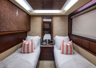 116 Azimut yacht twin beds cabin