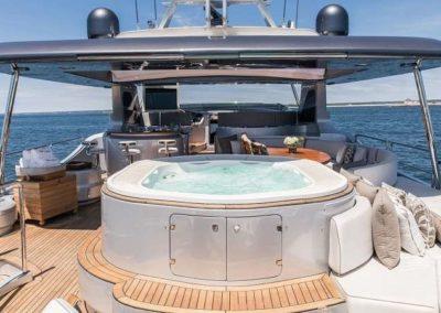 116 Azimut yacht flybridge jucuzzi