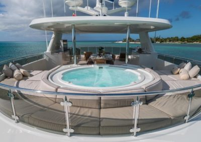 130 Westport yacht flybridge jacuzzi