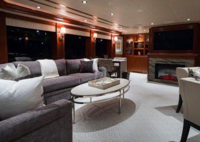130 Westport yacht coffe lounge