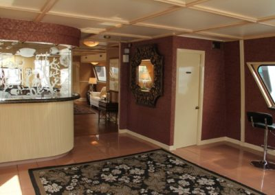 131 Swiftship yacht 1st deck bar and lounge