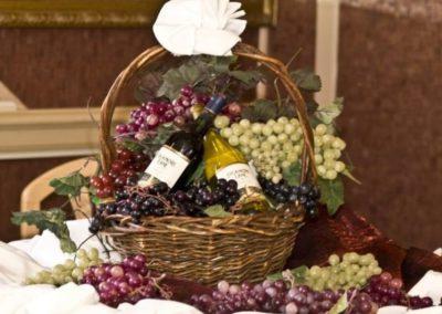 142 Swiftship yacht fruit and wine basket
