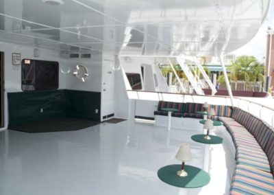 142 Swiftship yacht open bar and lounge