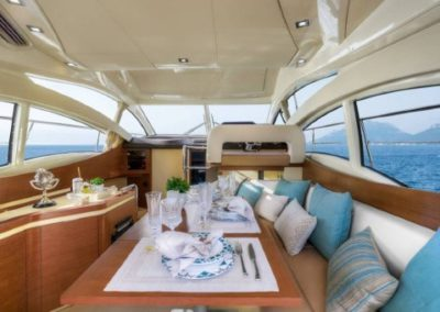 42 Azimut yacht salon dining