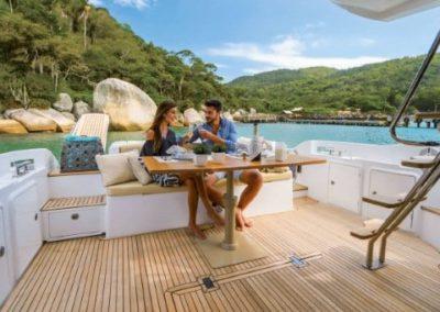 42 Azimut yacht aft deck dining